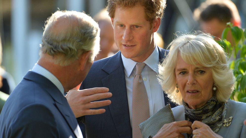 Foto: El príncipe de Gales, la duquesa de Cornualles y el príncipe Harry, en Londres. (Getty)