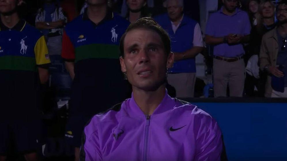 Foto: Las lágrimas de Rafa Nadal durante el vídeo con el que la organización del US Open le homenajeó. (Foto: YouTube)