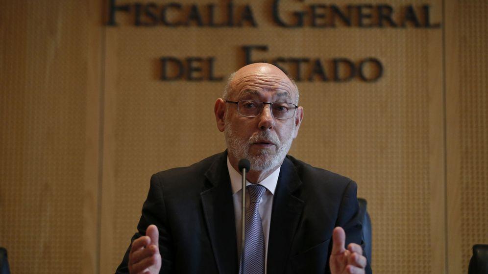Foto: El fiscal general del Estado, José Manuel Maza, durante su comparecencia en la Fiscalía en la que ha anunciado la dimisión de Moix. (Efe)