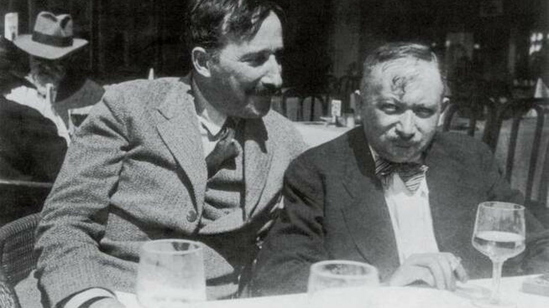 Los escritores y amigos Stefan Zweig y Joseph Roth.