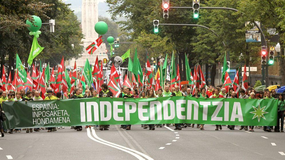 Foto: Una manifestación a favor de la independencia del País Vasco recorre las calles de Bilbao. (EFE)
