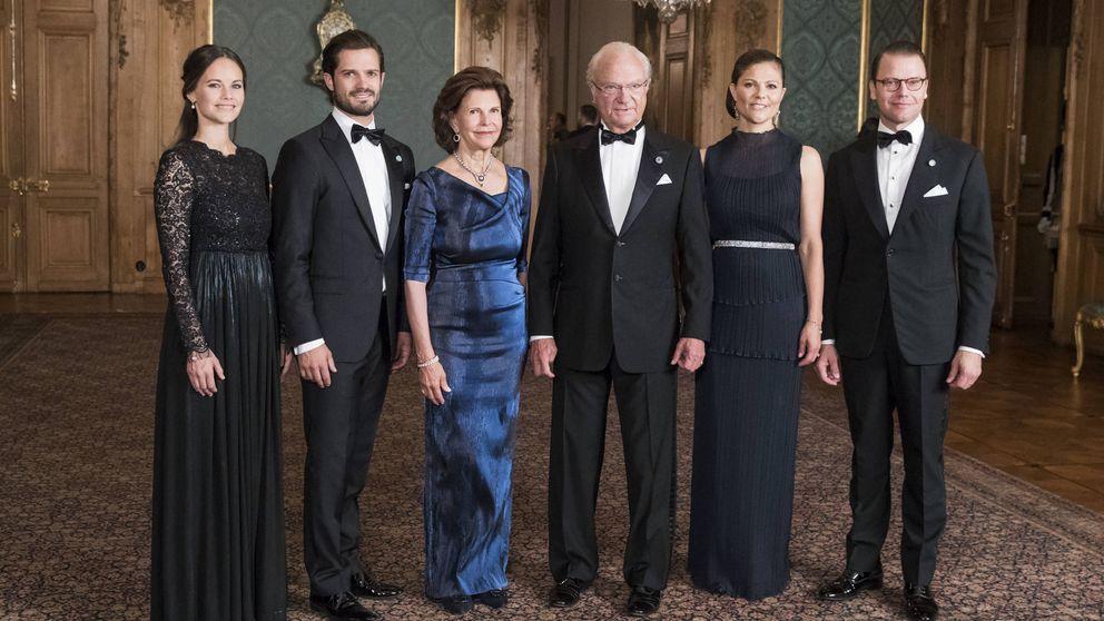 Derroche de glamour (y arrumacos) de la familia real sueca en una cena de gala en palacio