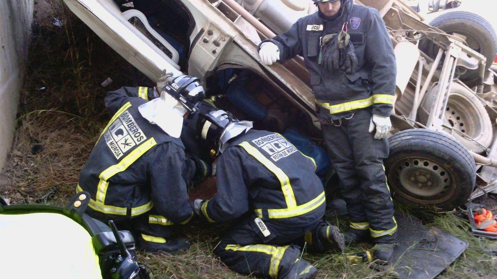 Foto: magen facilitada por Protección Civil del accidente producido esta mañana en el kilómetro 12,200 de la vía rápida RM-11