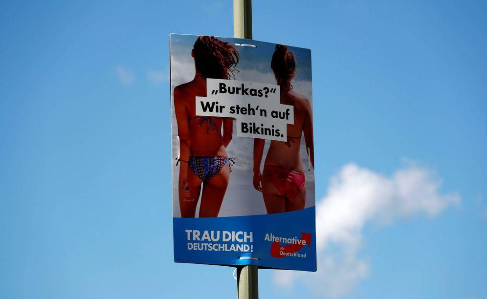 Foto: Un cartel electoral de Alternativa para Alemania, en Berlín, a finales de agosto de 2017. (Reuters)