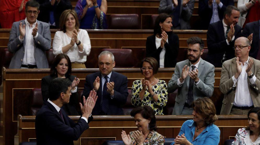 Foto: El presidente del Gobierno, Pedro Sánchez, tras su intervención en el pleno extraordinario para informar de su programa de gobierno. (EFE)
