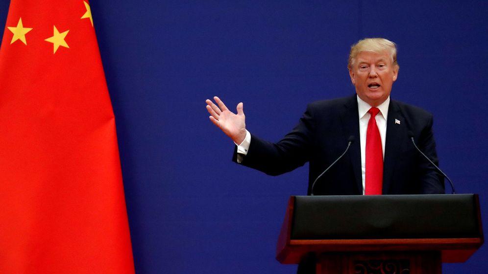 Foto: El presidente de EEUU, Donald Trump, junto a una bandera de China (Reuters)