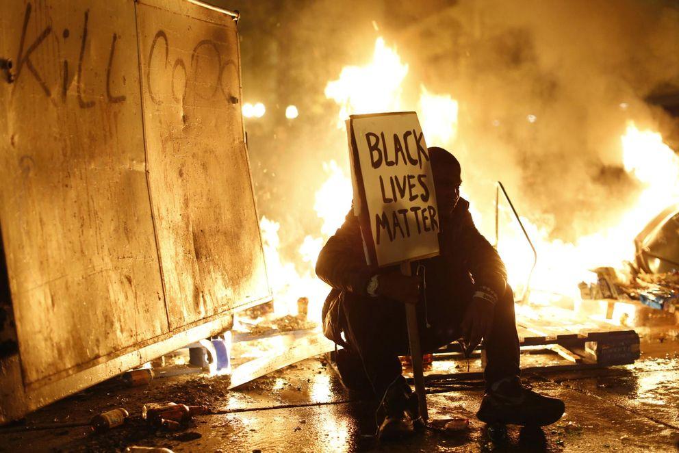 Foto: Arde Ferguson, epicentro de los disturbios raciales