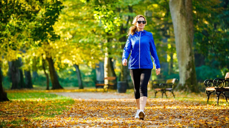 Los beneficios de andar para el organismo: adelgazar solo es el primero