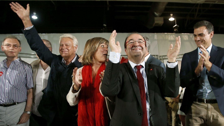 Miquel Iceta, Felipe González y Pedro Sánchez en L'Hospitalet, en una foto de archivo. (EFE)