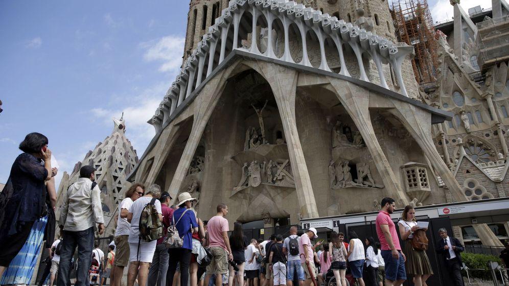 Foto: Misa en memoria a las víctimas de atentados en la Sagrada Familia.