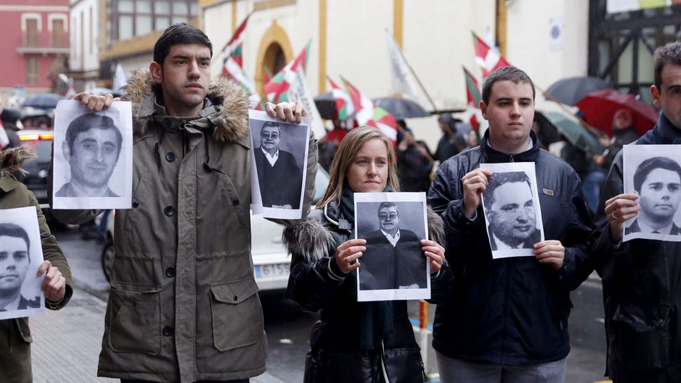 Gritos de fascistas y terroristas a cargos del PP que protestan por un 'ongi etorri'