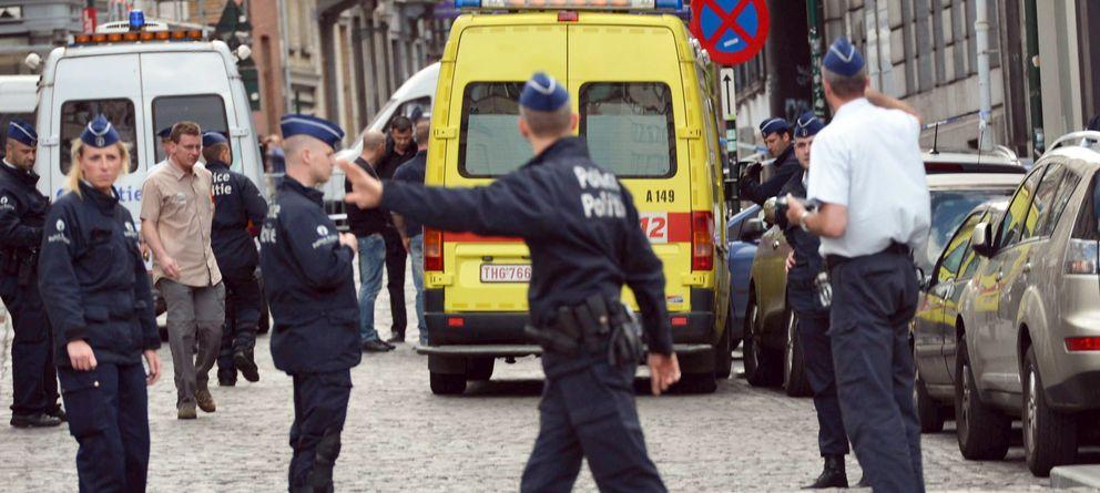 Foto: Los agentes de Policía acordonaron la zona del tiroteo cerca del Museo Judío en Bruselas. (Efe)