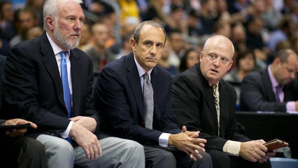 Foto: Popovich (izq.) fichó este verano a Messina (centro) para que fuera su asistente en los Spurs (Imago)