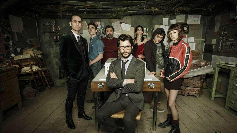 Foto: El Profesor y seis de sus alumnos más aventajados, portagonistas de 'La Casa de Papel'. (Atresmedia)