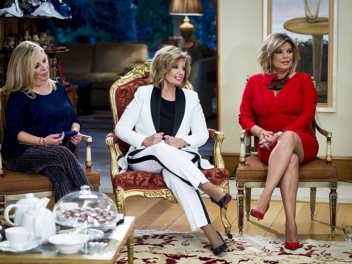 Foto: María Teresa Campos, con sus hijas, Terelu y Carmen. (Mediaset)