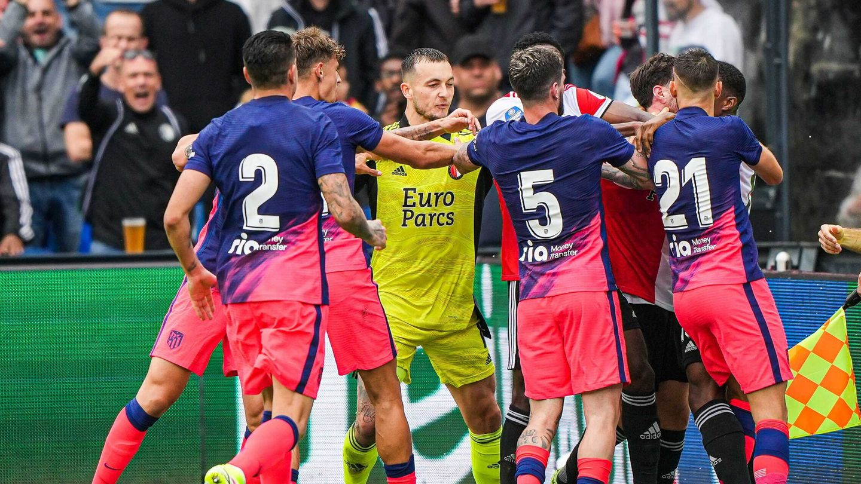 La tangana del partido frente al Feyenoord. (EFE)