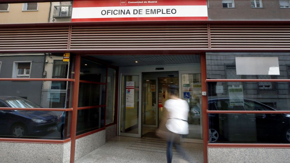 Foto: Vista del exterior de una oficina de empleo en Madrid. (EFE)