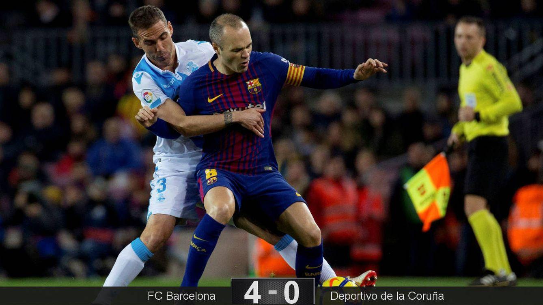 Foto: Iniesta protege un balón ante Navarro. (EFE)