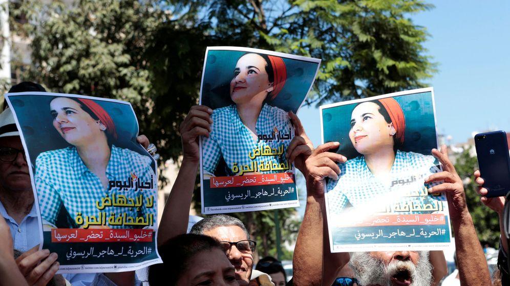 Foto: Protestas tras la sentencia firme contra una periodista marroquí condenada a un año de prisión y sexo extramarital. (Reuters)
