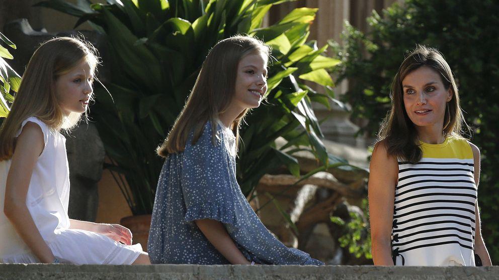 Todos los detalles de los looks de Letizia, Leonor y Sofía en Marivent