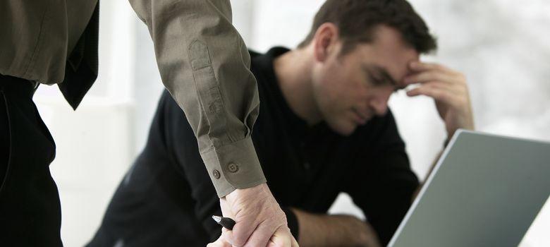 Foto: Dependiendo de la postura corporal que se adopte daremos una sensación de seguridad o falta de confianza. (Corbis)