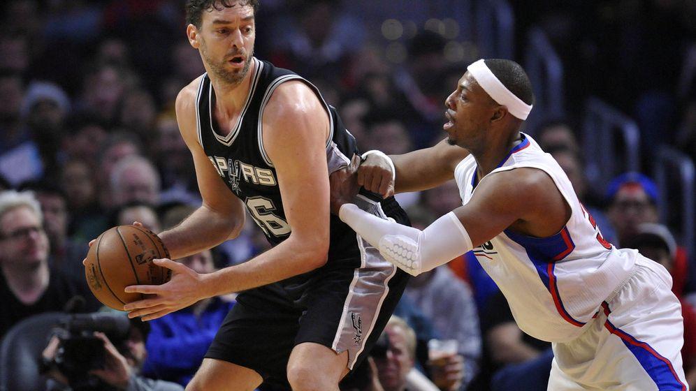 Foto: Pau Gasol durante un partido con los San Antonio Spurs contra los Clippers. (Efe)