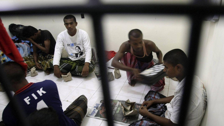 Refugiados musulmanes rohingyas de Birmania en un centro de detención (Efe).