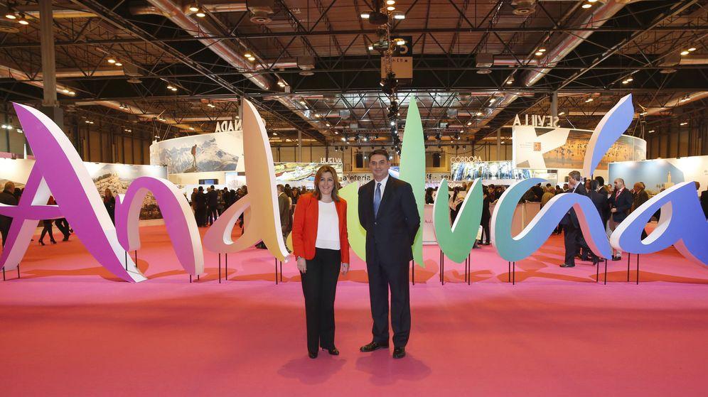 Foto: La presidenta andaluza, Susana Díaz, y el consejero de Turismo, Francisco Javier Fernández, en Fitur. (EFE)