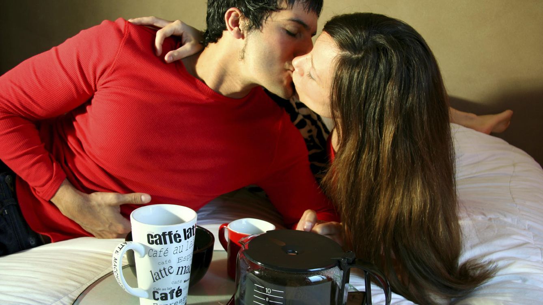 Foto: Ahórrate llevar la bandeja a la cama. A partir de ahora, el café en la oficina. (iStock)