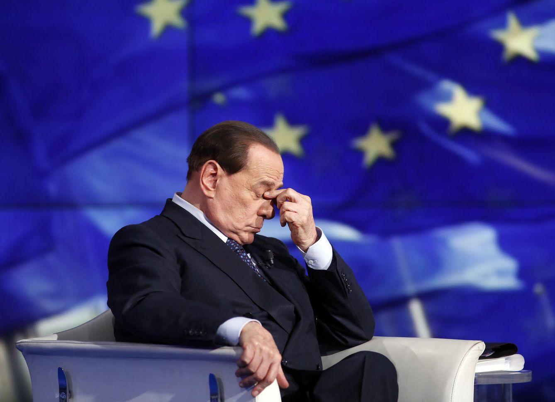 Foto: El ex primer ministro italiano Silvio Berlusconi gesticula durante una entrevista en la RAI, el 24 de abril de 2014. (Reuters)