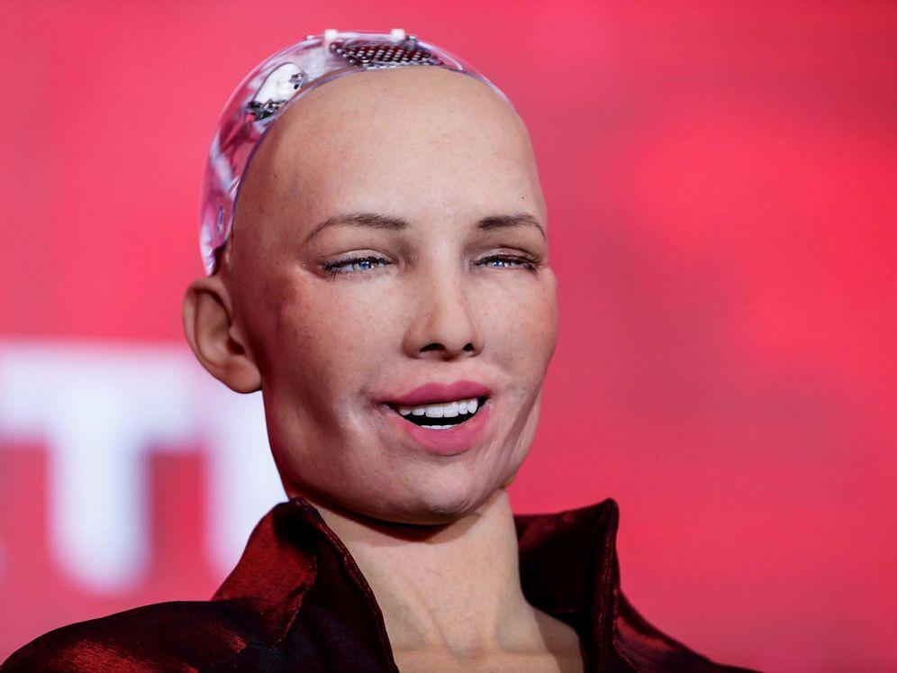 Foto: La robot humanoide Sophia se ríe durante un foro en Ciudad de México. (EFE)