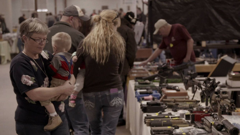 Foto: Reportaje sobre las armas de 'Enviado especial' (Atresmedia)