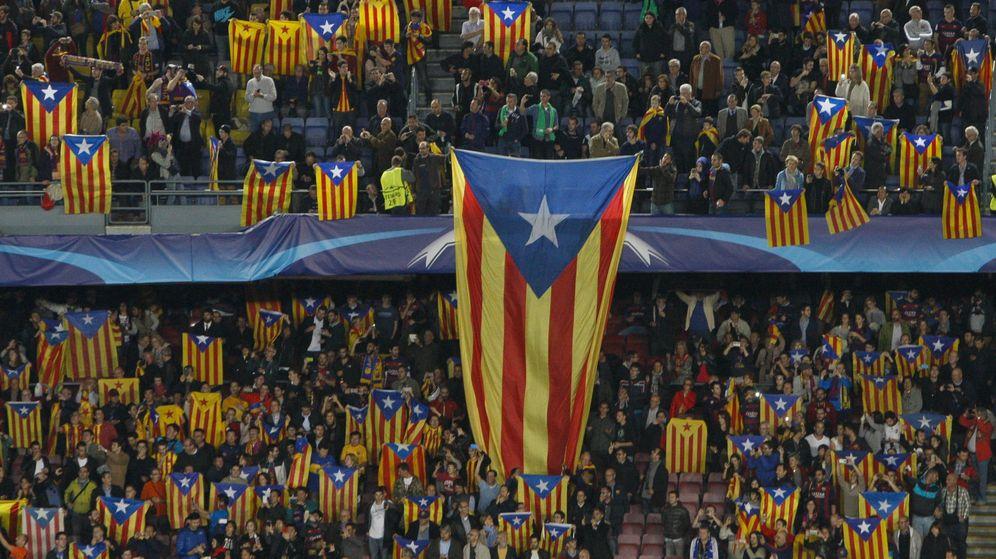 Foto: Esteladas en el Camp Nou en un partido de Champions League (Quique García/EFE).