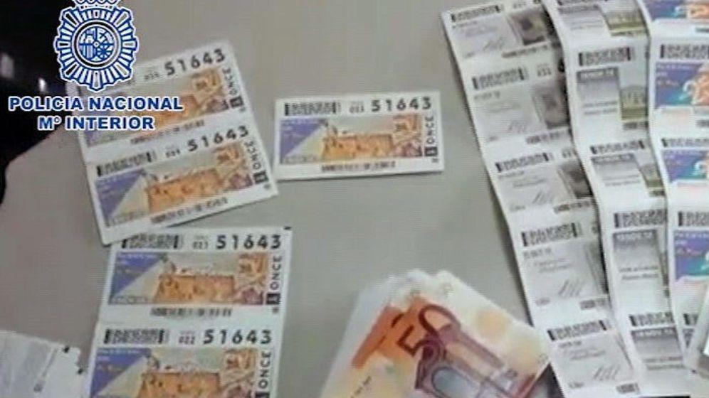 Foto: Los estafadores utilizan cupones y décimos de lotería en el timo del tocomocho