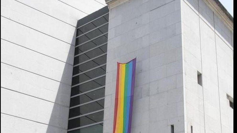 La bandera arcoíris luce por primera vez en el Congreso de los Diputados