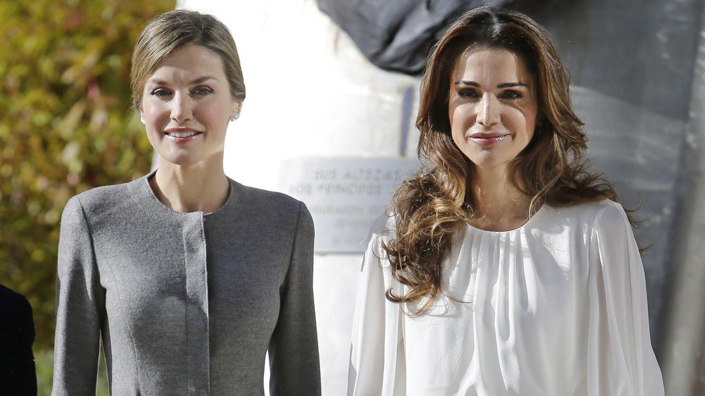 Foto: La Reina se viste de señorita Rottenmeier para su último encuentro con Rania