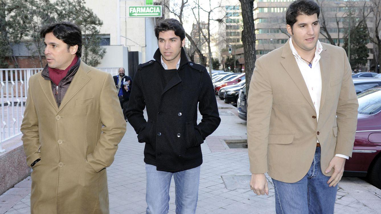 Foto: Fran Rivera junto a sus hermanos Cayetano y Julián Contreras