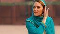 Kate Middleton se cubre la melena y se descalza en Pakistán: mejor imposible