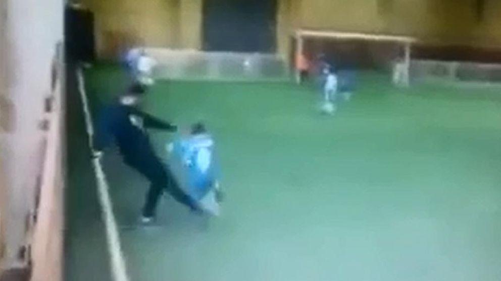 La patada de un entrenador a un niño de 9 años levanta la polémica