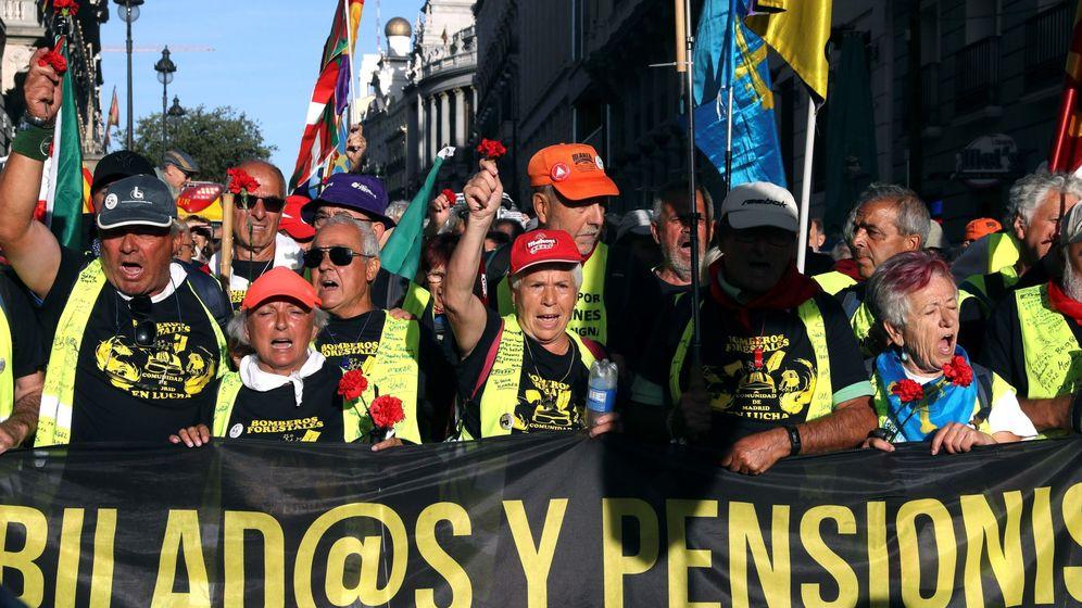 Foto: Protesta de pensionistas en la Puerta del Sol de Madrid. (EFE)