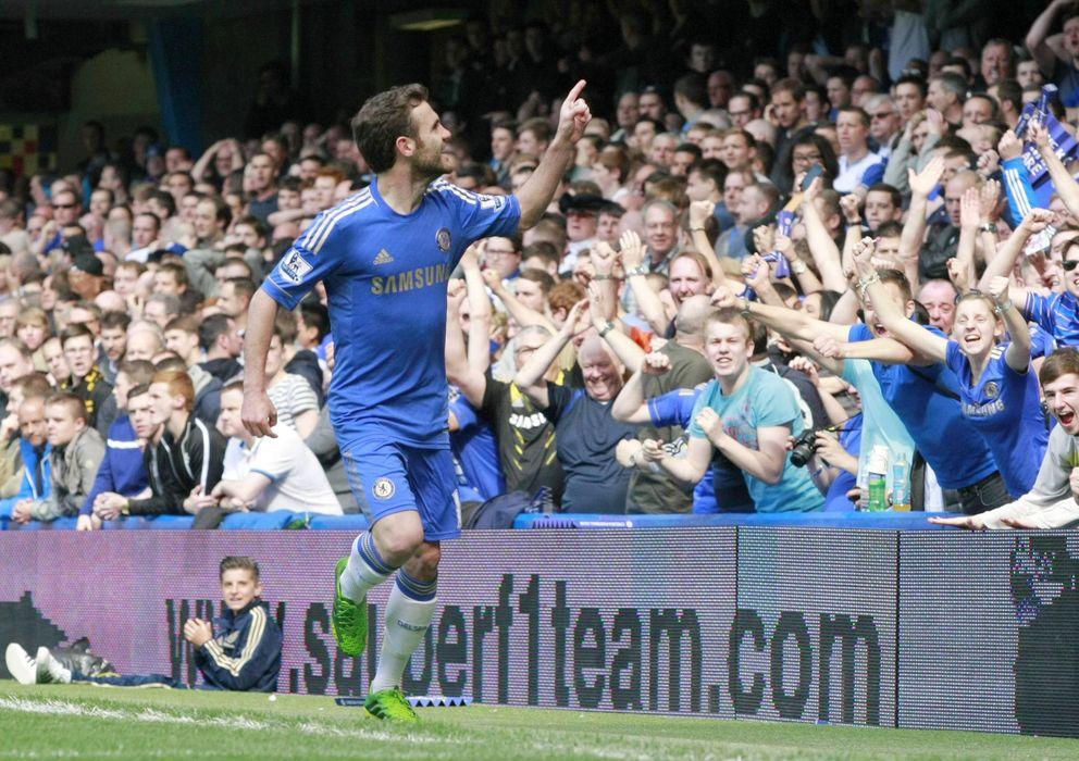 Foto: El español Juan Mata celebra un gol con el Chelsea.