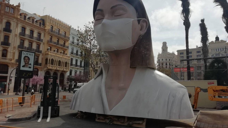 Foto: La pieza superior de La Gran Meditadora, la falla municipal de Escif, Manolo Martín y José Ramón Espuig. (V.R.)