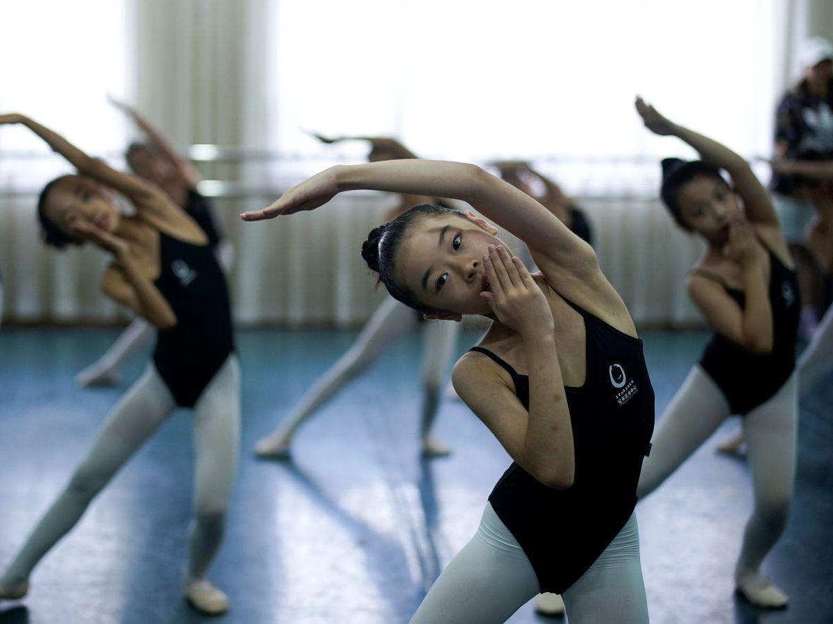 Foto: Una clase de ballet en la ciudad de Wuhan. (Reuters)