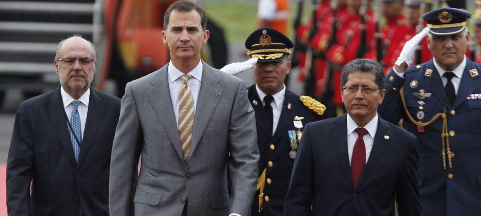 Foto: El rey Felipe VI llega al aeropuerto internacional San Salvador para una visita oficial el pasado 31 de mayo. (Reuters)
