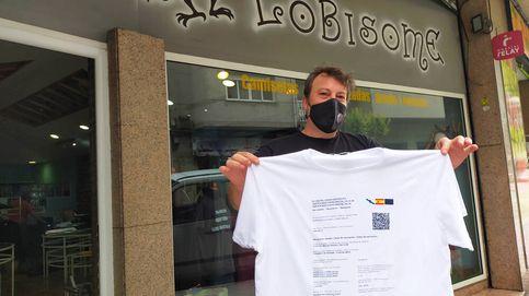 Cómo convertir el pasaporte covid en un negocio en forma de camisetas