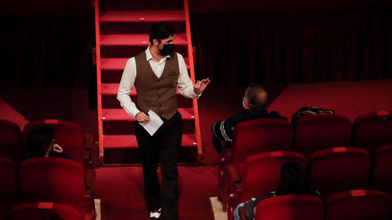 El actor en un momento de la obra 'Una noche sin luna'. (EFE)