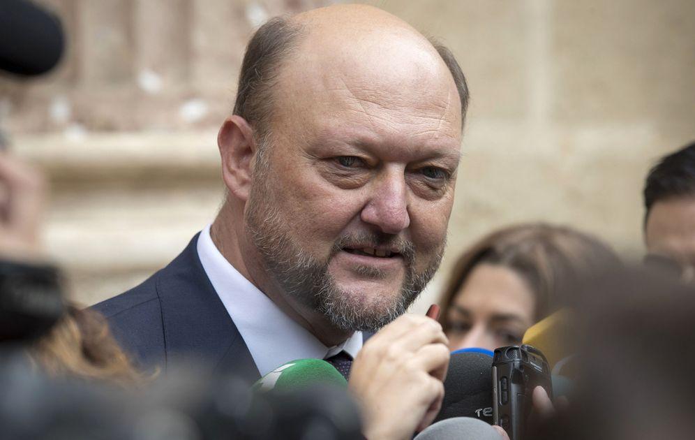 Foto: El diputado por Sevilla Antonio Pradas, el pasado 19 de octubre en la capital andaluza. (EFE)