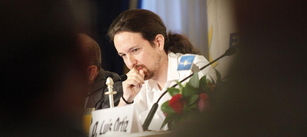 Foto: El portavoz de Podemos, Pablo Iglesias, durante su intervención en un desayuno organizado por el Forum Europa. (Enrique Villarino)