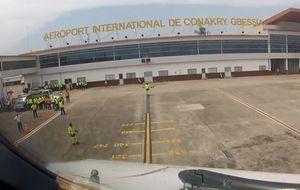 Vuelo Conakry-España: tres tomas de temperatura para frenar el ébola