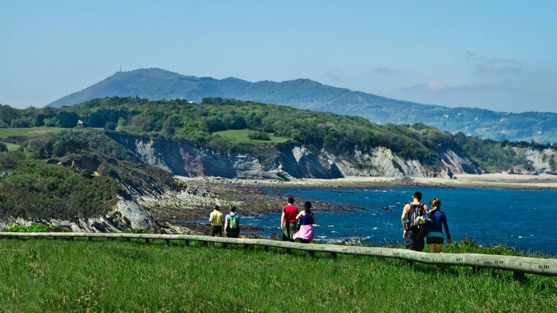 Haciendo la ruta de la Cornisa, de acantilado en acantilado. (Foto: Turismo Hendaya)
